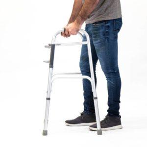 Andador ortopédico plegable con doble articulación